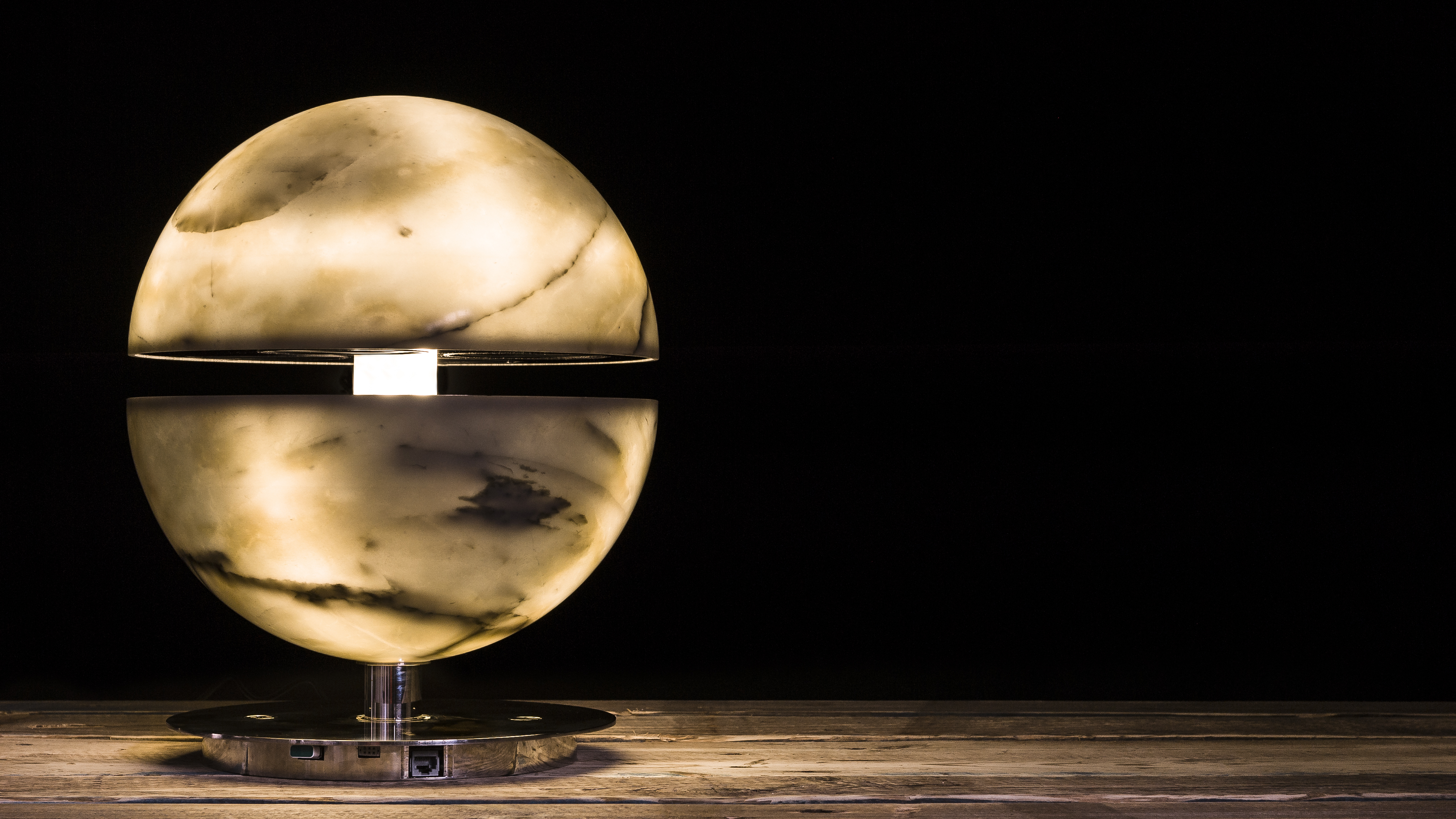 Stonecycle, the uniqueness of Carrara marble through the 5 senses: marble lamp