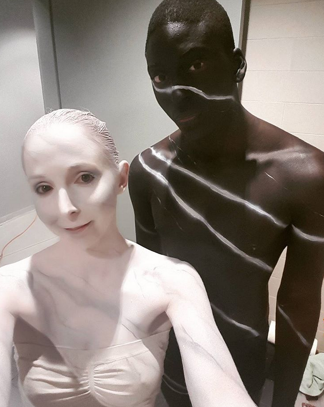 Carrara marble and black marble body painting by Caelyx from Canada (source: @caelyxofficial instagram)