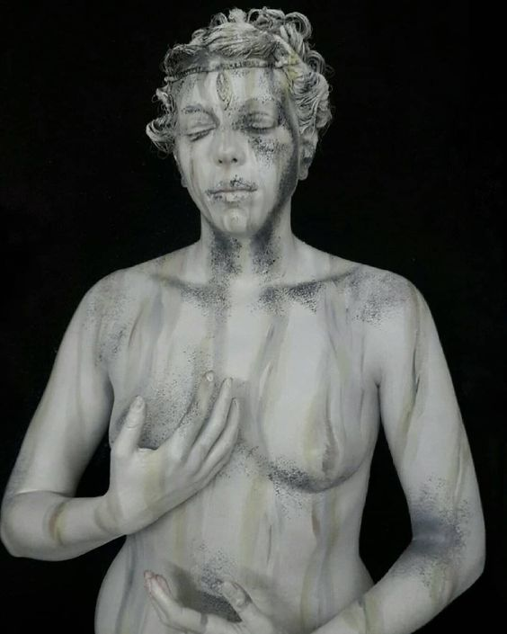 Marble statue - body painting by @elenapavani.mua from Italy (Source Instagram)