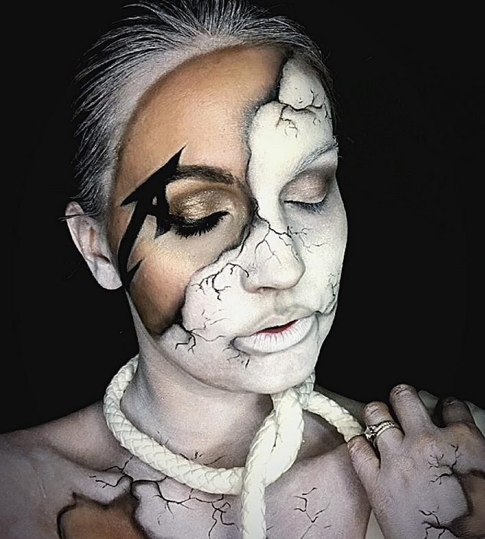 A very creative costume by Bre Cahoon (source: @glamr_cosmetics instagram)