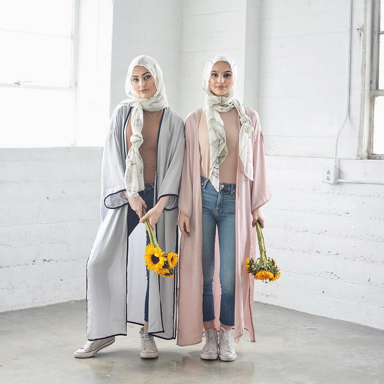 Marble hijiab - scarf by VELA scarves - source @velascarves Instagram with @alm.shi and @nadashishani