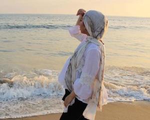 Marble hijiab - scarf by VELA scarves - source @rehamabdelghani Instagram