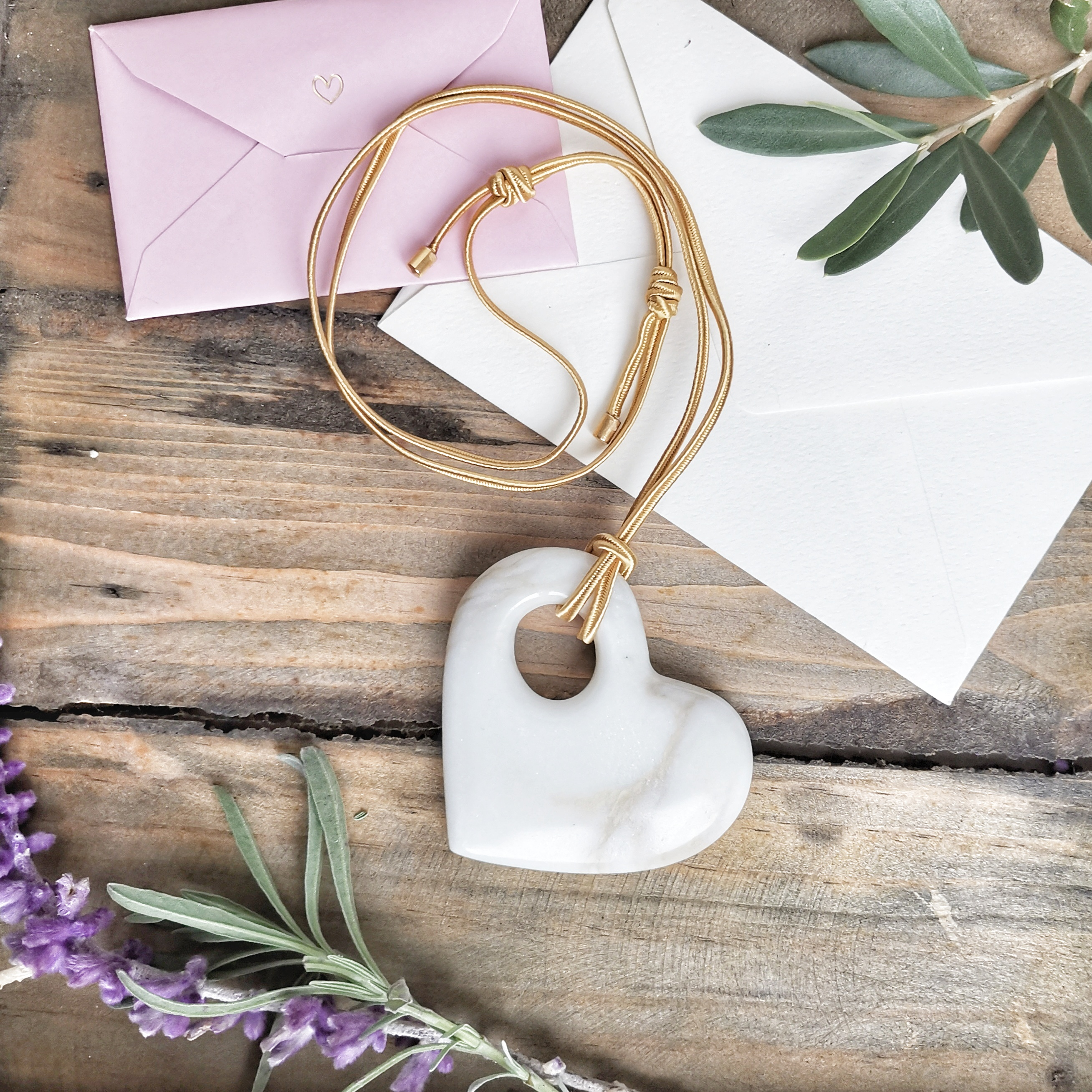 Marble Bijoux, gioielli in marmo sostenibili made in Carrara - cuore di Calacatta
